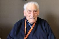 """Oud-strijder viert 100ste verjaardag: """"Niet roken, niet drinken en weinig snoepen"""""""