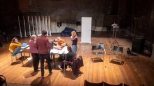 """Theater Monty 'zakt door de vloer' en start crowdfunding: """"We investeren graag in een podium, maar nog liever in jonge makers"""""""