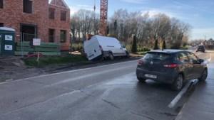 """Autobestuurders gewond na botsing op Schrieksesteenweg: """"Verdoken bochten zorgen voor verraderlijke situatie"""""""