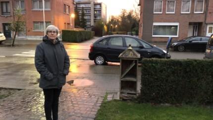 """Bestuurders blokkeren dagelijks oprit, buurtbewoner trekt aan alarmbel: """"Het voelt alsof we elke dag gegijzeld worden"""""""