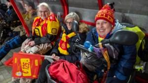 Supporters KV Mechelen nemen nieuwe dug-outs in gebruik: rolstoelgebruikers zitten nu droog tijdens wedstrijd