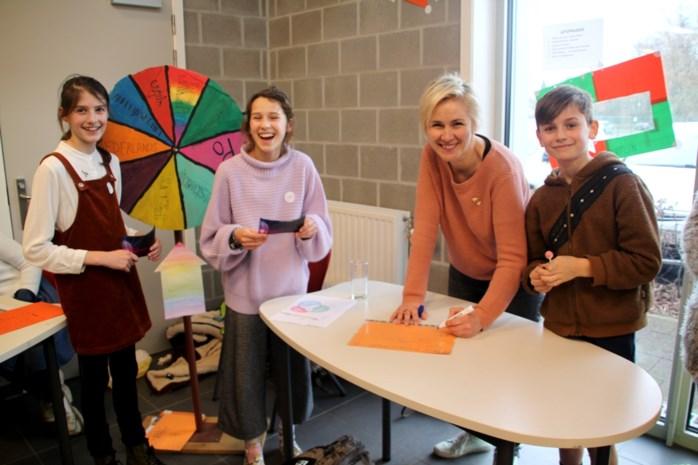 Leerlingen tonen ouders wat ze leren: Van Rad van Fortuin tot Romeinse vulkaanuitbarsting