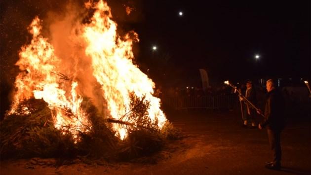 Mechelen en Puurs-Sint-Amands verbieden kerstboomverbrandingen