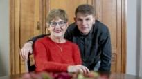 """Rapper met aspergersyndroom verrast zijn oma met odenummer en clip: """"Ik ben liever echt dan cool"""""""