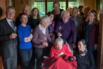 """Berta Vonckx (106), oudste inwoner van Heist, viert verjaardag thuis: """"Een positieve levenshouding, dat is haar geheim"""""""