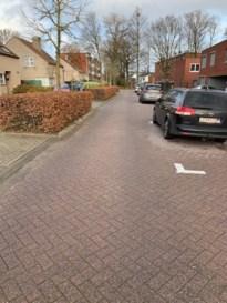 Bewoners hebben problemen om oprit uit te rijden sinds komst nieuwe parkeerplaatsen
