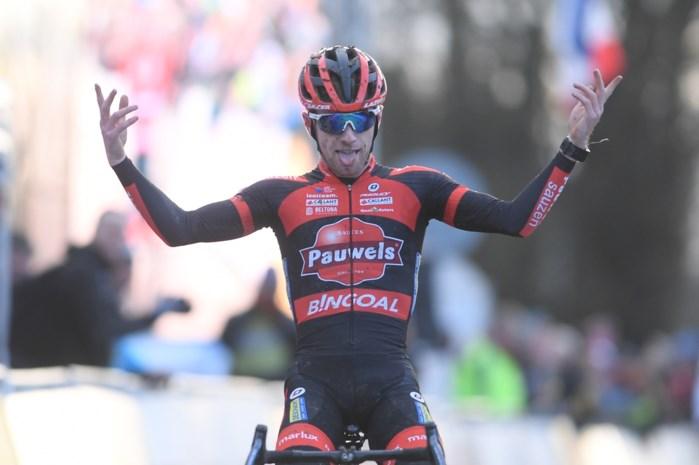 Eli Iserbyt wint vierde Wereldbekermanche van het seizoen in Nommay na fantastisch duel met Toon Aerts