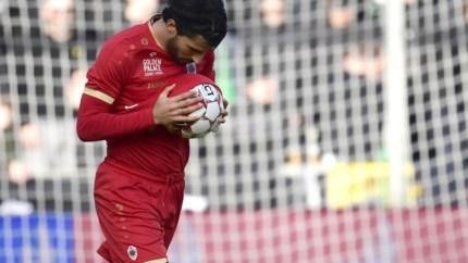 LIVE. Tienkoppig Antwerp knokt terug na dramatische start, wat geeft de tweede helft?