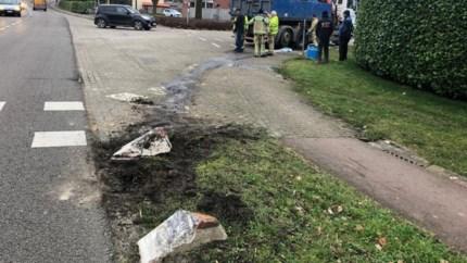 Vrachtwagen lekt mazout op Herentalsesteenweg in Olen