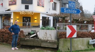 """Opnieuw rijdt auto in terras van Bodega Gilles: """"Moeten er misschien eerst doden vallen?"""""""