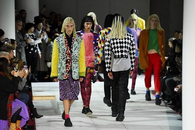 Modehuis Comme des Garçons krijgt hevige kritiek op kapsels van modellen