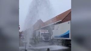 Onderhoudswerken zorgen voor metershoge fontein in centrum van Herentals