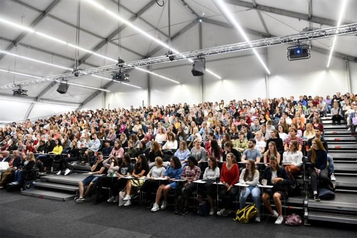 Werken aan aula UA-campus Drie Eiken vertraagd: studenten hebben nog zeker tot Pasen les in 'tentaula'