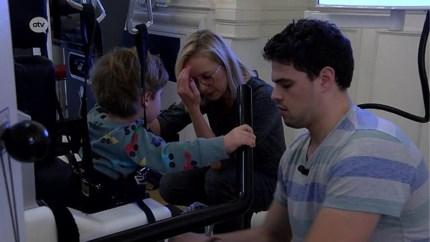 Mama zamelt 24.000 euro in voor dure robottherapie voor zoontje met beperking