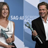 Brad Pitt kijkt wel heel erg verliefd naar Jennifer Aniston tijdens SAG Awards