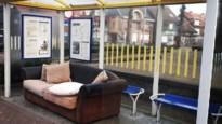 Is dit het nieuwe comfortabele meubilair in wachthokjes van De Lijn?
