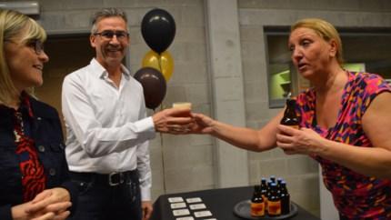 """Brouwerij De Dreef mag nieuwe Special Belge schenken op personeelsfeest gemeente: """"Spijt dat ik net cava besteld heb"""""""