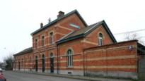 Voor 160.000 euro kan het stationsgebouw van Zwijndrecht van u worden