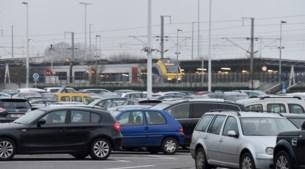 """Betaald parkeren aan station Noorderkempen: """"Al het mogelijke doen om plannen NMBS terug te draaien"""""""