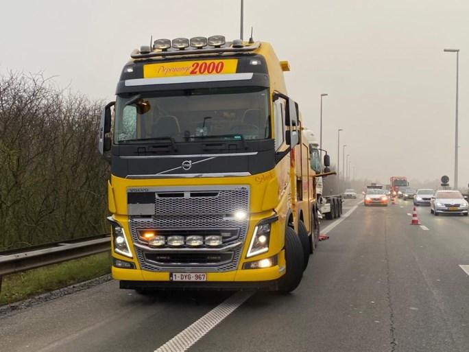 Grote hinder na kop-staartaanrijding op A12 in Zandvliet