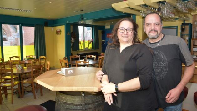 Lippelo heeft opnieuw een café: Den Dorstige Duiker opent in schaduw van kerk