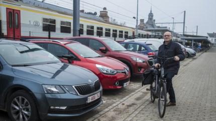 """Parkeren aan Kempense stations: """"Betalend parkeren? Van die plannen komt in onze gemeente niets in huis"""""""