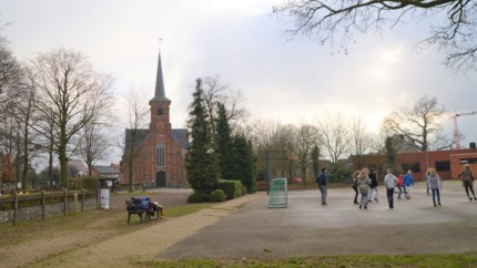 Dorpspark strekt zich uit van kanaal tot kasteel