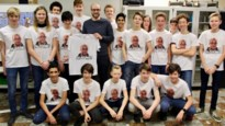 Leerlingen Don Bosco laten foto van hun leraar drukken op T-shirt