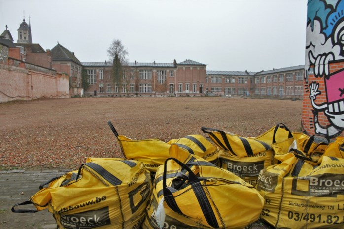 Nieuwbouwproject Normaalschool loopt ruim een jaar vertraging op, werken starten pas opnieuw na overleg met buurt