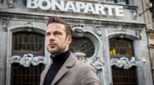 """De favoriete plekken van 'Dertiger' Tom Dingenen: """"In karaokebar Bonaparte heb ik mijn vrouw leren kennen"""""""