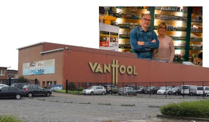 """Inwoners positief over uitbreidingsplannen busbouwer Van Hool: """"Je kan de fabriek onmogelijk uit ons dorp wegdenken"""""""