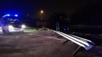 Bestuurder rijdt door vangrail en komt in Leuvense Vaart terecht