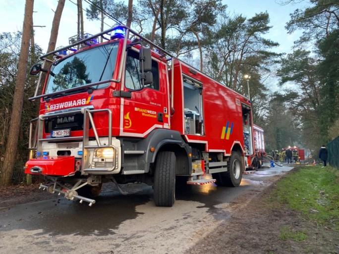 Moderne chalet zo goed als vernield door zware brand in Wuustwezel