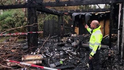 """Ravage na woningbrand in Wuustwezel is enorm: """"Zelfs de planten in de tuin zijn verschroeid"""""""