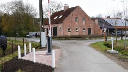 """Nieuwe slagboom voorkomt sluipverkeer, oppositie misnoegd: """"Waarom is dit niet op de gemeenteraad besproken?"""""""