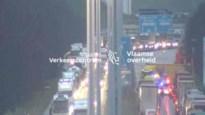 Vrachtwagen dwars over A12: snelweg tijdlang volledig versperd