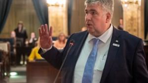 Stoelendans in Antwerpse gemeenteraad: Peter Wouters legt eed af, Van Rooy nieuwe fractieleider VB