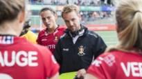 """Coach Niels Thijssen moet zijn speelsters na olympische uitschakeling weer op de rails krijgen: """"Red Panther ben je elke dag van het jaar"""""""