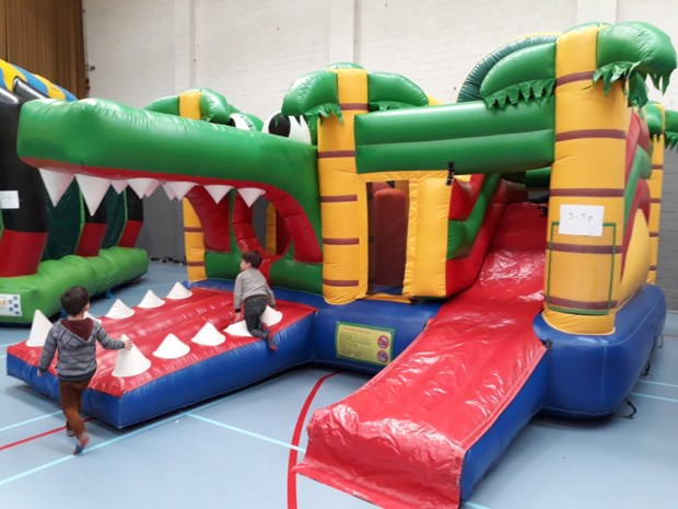 Oudervereniging organiseert springfeest