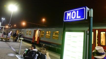 """De trein der traagheid tussen Brussel en Mol getest: """"Moet je 's avonds op tijd ergens zijn? Dan neem je deze trein best niet"""""""