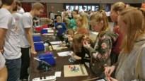 Tweehonderd tieners proeven via allerlei workshops van mogelijke studierichtingen tijdens Haai!TECH
