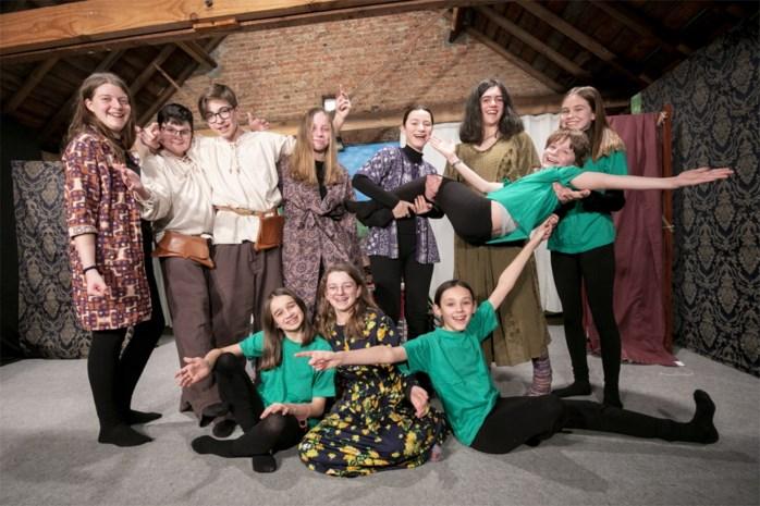 """Tieners van theater De Zolder vertolken befaamd toneelstuk Peer Gynt: """"De muziek begeesterde onze acteurs meteen"""""""