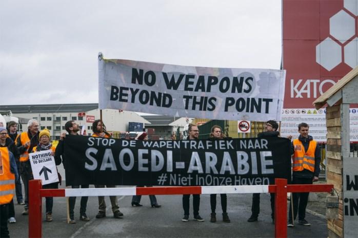 Vredesactivisten aan Katoen Natie halen slag thuis: schip dat wapens verscheept naar Saoedi-Arabië zal niet aanmeren