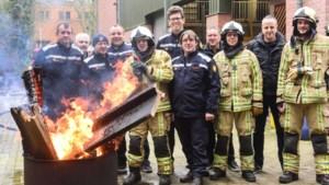 "Pompiers zwaaien Jan Mostmans (60) uit: ""Janneke stond al op dak nog voor ladderwagen uitgeplooid was"""