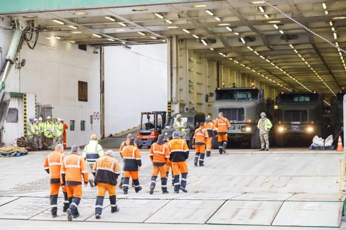 Eerste van duizenden militaire voertuigen aangekomen in Antwerpse haven