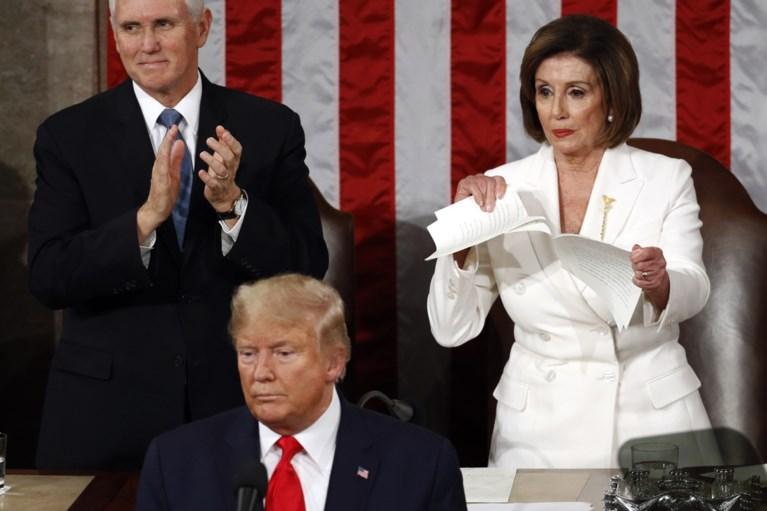 Pelosi verscheurt speech van Trump na State of the Union