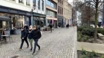 """Handelaars en bewoners zijn blij met komst van trajectcontrole in Bruul: """"Bijna aangereden op ons terras"""""""