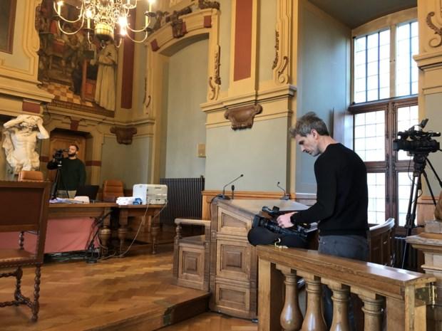 De Rechtbank strijkt neer op de rechtbank