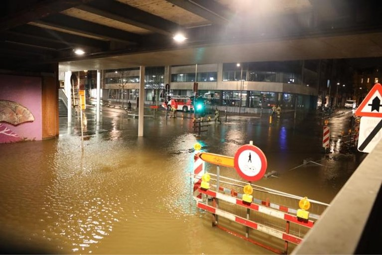 VIDEO. Wateroverlast aan station Antwerpen-Berchem door storm Ciara