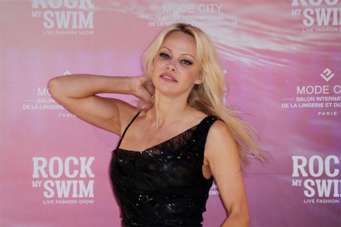 Pamela Anderson voor de vijfde keer getrouwd, met 72-jarige producer die ze leerde kennen in Playboy Mansion